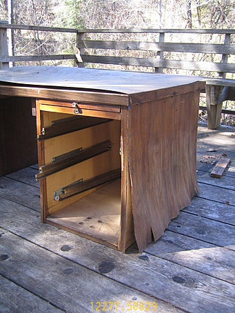 old_desk_right